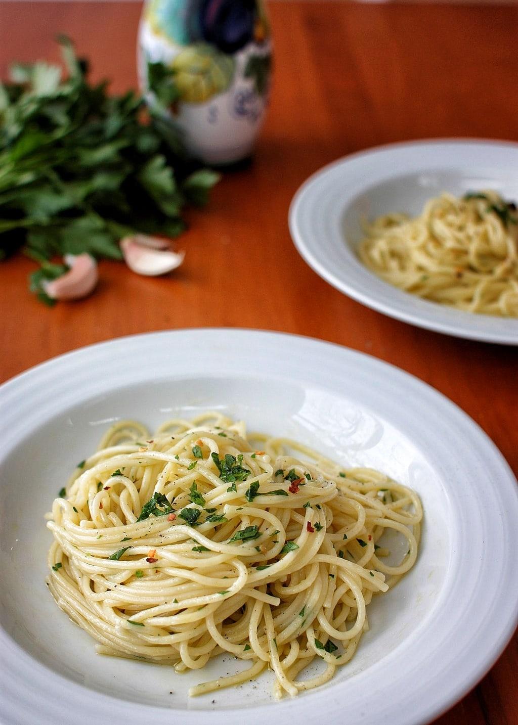 Spaghetti Aglio E Olio Dairy-Free Egg-Free #vegan | speedbumpkitchen.com